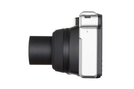 Fujifilm Instax Wide 300 Sofortbildkamera von der Seite - Objektiv