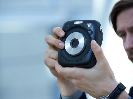 Fujifilm SQ10 Instax Sofortbildkamera in Aktion